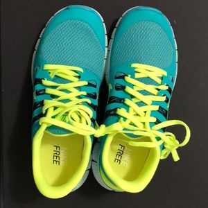 Nike Brand new green and neon yellow sneakers